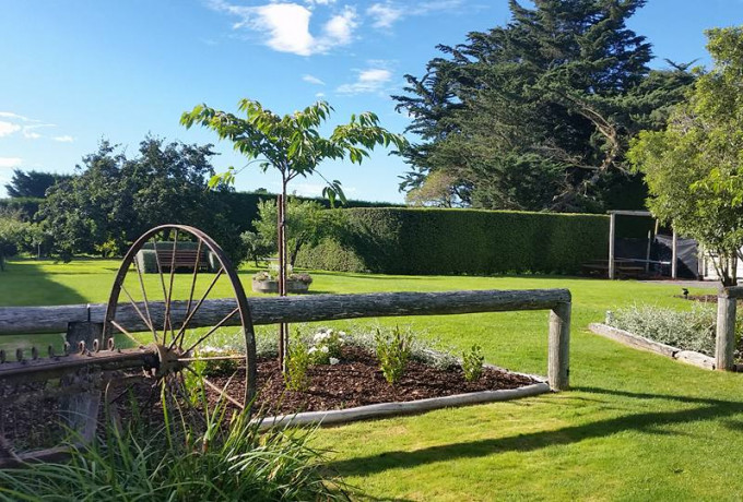 Outdoor Venue with established gardens. Only 30 mins from Christchurch photo 5