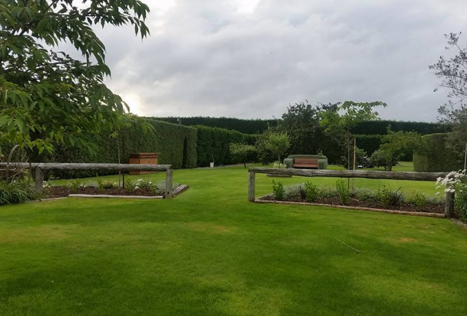 Outdoor Venue with established gardens. Only 30 mins from Christchurch photo 1