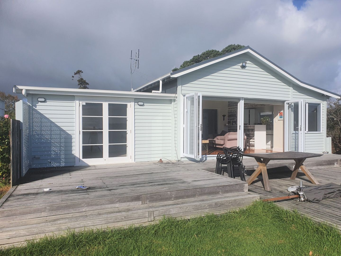 REMOVAL, ONE BEDDIE, AUCKLAND photo 1